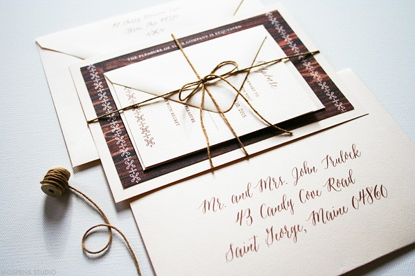Elegant rustic barn wedding stationery | www.mospensstudio.com